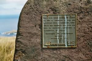 Placa conmemorativa del descubrimiento de la Rapamicina en la Isla de Pascua.