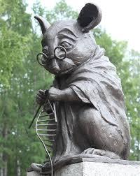 Un monumento a las ratas de laboratorio. Aquí una tejiendo una hebra de ADN.